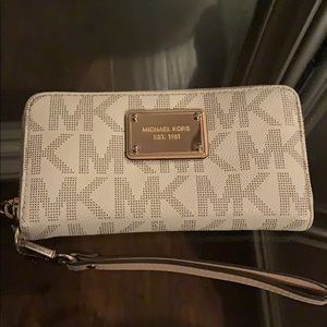 Michael Kors Zip-Up Wallet